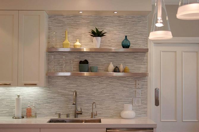 Horizontal tile backsplash