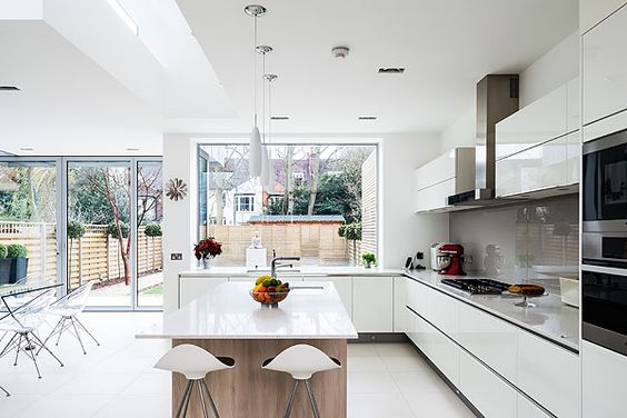 contemporary kitchen - super white quartz